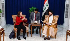 Sayyid Ammar al-Hakim receives the Australian ambassador to discuss developments of the political situation in Iraq and the region
