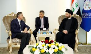 Sayyid Ammar al-Hakim with the German ambassador to discuss achievements of Iraq in the fight against terrorism, defending its unity and protecting the area from division